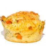 Vegetarische Muffins mit Möhren und Mais