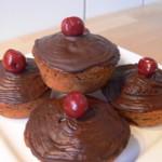 Muffins mit fruchtigen Kirschen