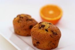 Muffins mit Schokolade und Orangen